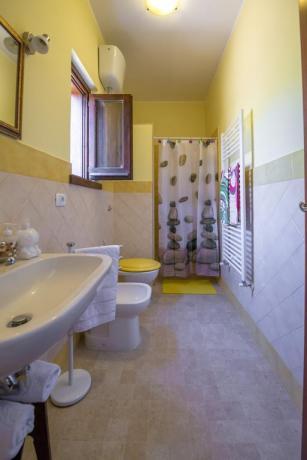 Bagno con doccia appartamento casa vacanze vicino Orte