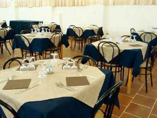 Sala ristorante residence Marina di Mancaversa
