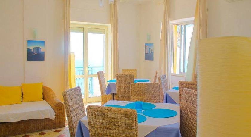 Sala ristorante con cucina calabrese