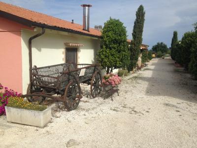 Antico casale ristrutturato con camere per famiglie