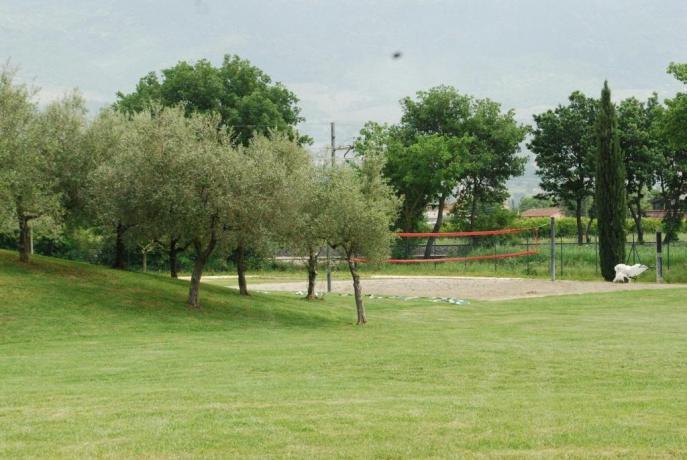 Spazio esterno con campo da beach volley