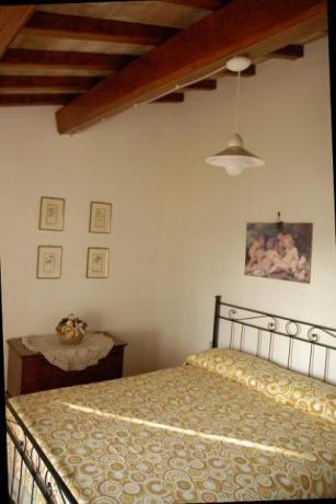 Camera Matrimoniale in casale rustico vicino Amelia