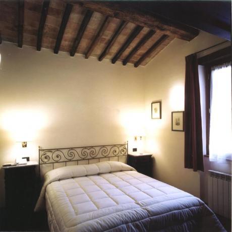 Camera Matrimoniale fino 6 posti letto appartamenti-vacanze Ospedalicchio