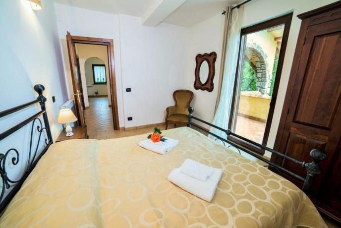 Appartamento Giallo camera matrimoniale con terrazzo