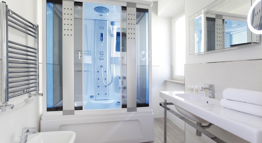 Sorrento, camera con bagno con doccia Idromassaggio