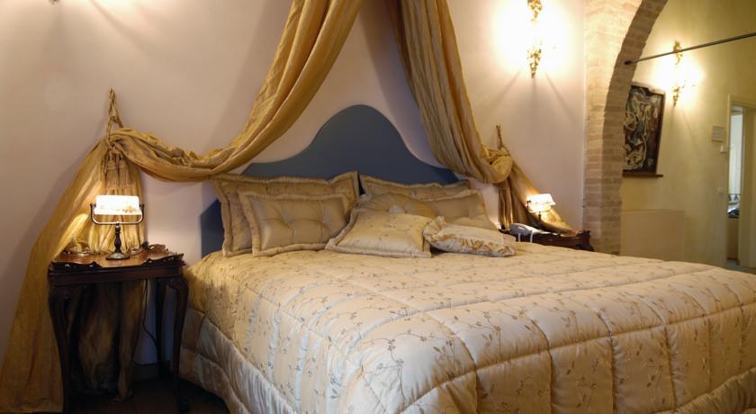 il comfort di una camera matrimoniale classica