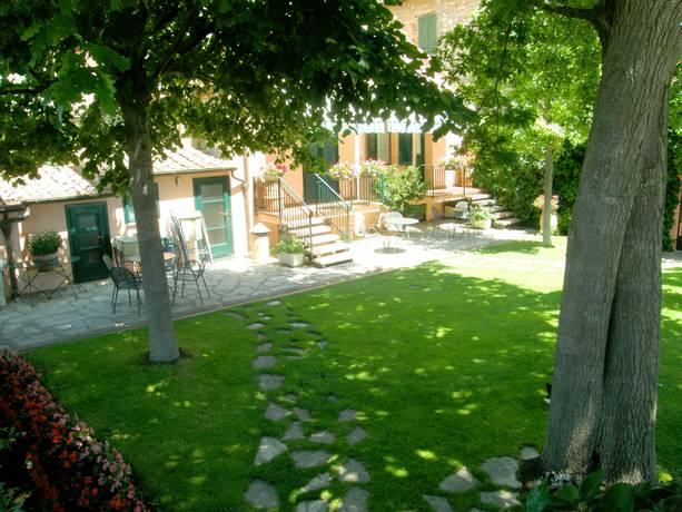 Giardino e camere affittacamere Castiglione del Lago