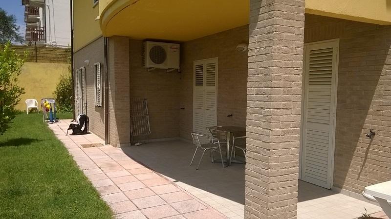 Portico giardino- Conero residence con piscina