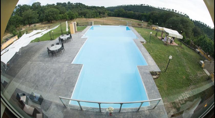 Agriturismo con piscina a fiumicino roma camere ed for Appartamenti con 2 camere matrimoniali vicino a me