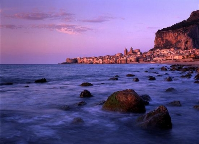 hotel in cefalù in front of the sea