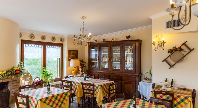 sala colazione dell'Agriturismo di Ostuni