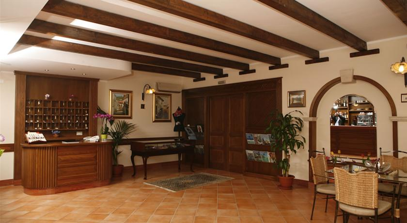 ricevimento dell'hotel Tortora di Cosenza
