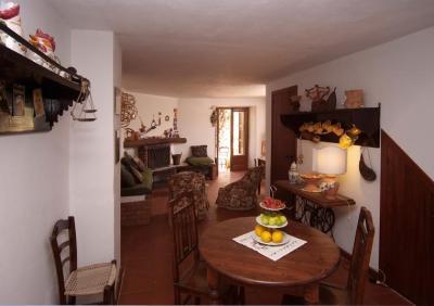 soggiorno e zona pranzo dell'appartamento