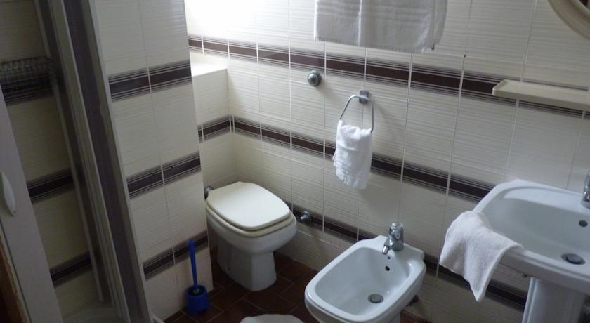L'hotel si trova nel lungomare di Minturno-Scauri