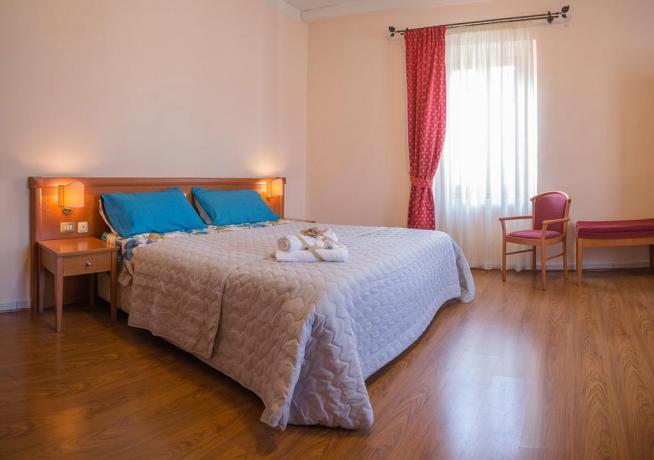 Camera Matrimoniale con bagno e asciugamani