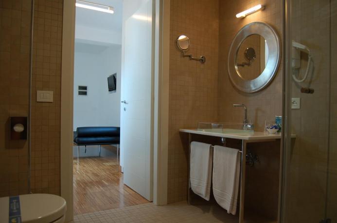 Appartamenti con Bagno e doccia, Hotel a Fondi