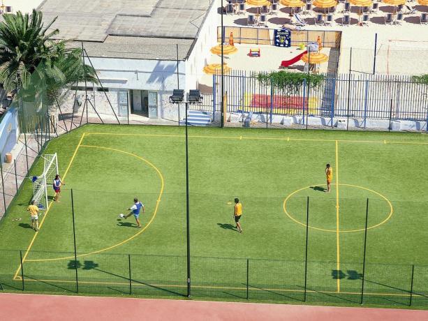 Puglia Villaggio con campo calcetto-tennis-basket