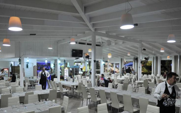 Resort con sala ristorante a Baia Domizia-Campania