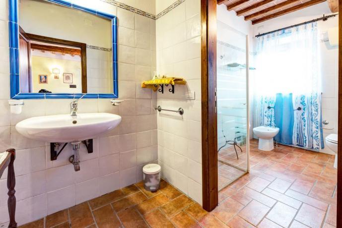 bagno appartamento da 4 in casale cortona