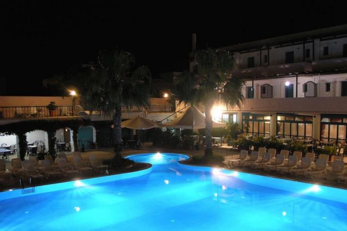Villaggio con Piscina e Miniclub vicino Spiaggia Ugento