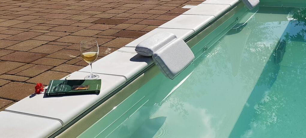 Relax in piscina idromassaggio a Macerata