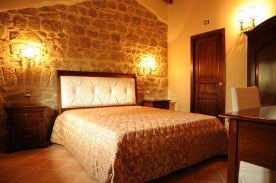 Camera da letto in grande stile tradizionale