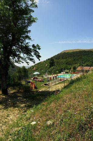 Agriturismo vicino Gubbio ideale famiglie piscina, verde