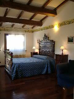 Elegant rooms in rural home in Gubbio
