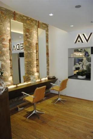 Arredamento per parrucchieri arredamento per istituti di for Arredamento per parrucchieri