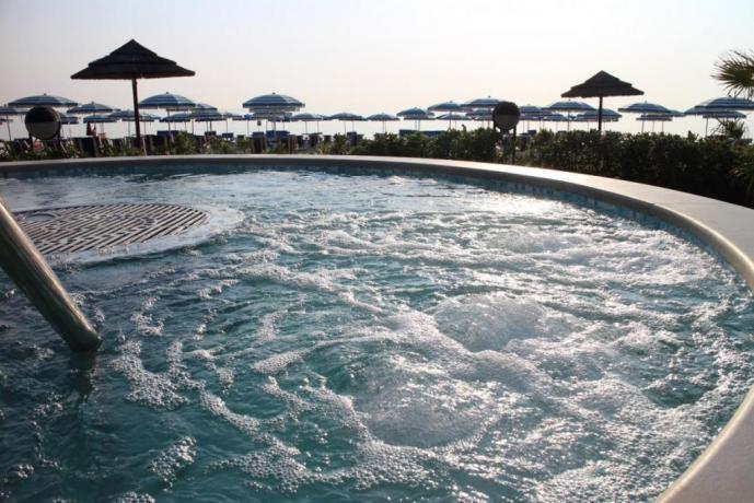 Hotel*** in Abruzzo, spiaggia e giardino, idromassaggio, piscina