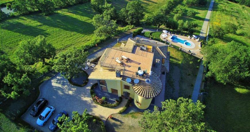 Villa esclusiva immersa nel verde a Montefiascone
