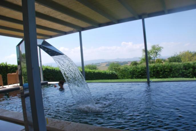 SPA piscina in hotel4stelle con casa sull'albero Umbria