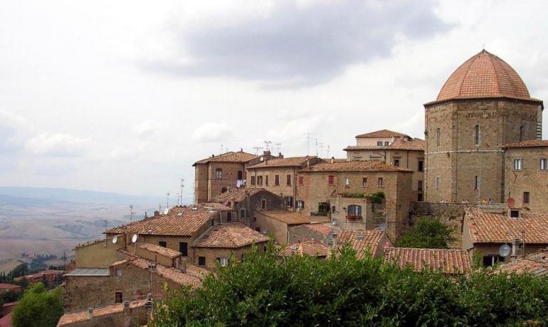 Visita Volterra, vacanza in appartamento/camere Castagneto Carducci