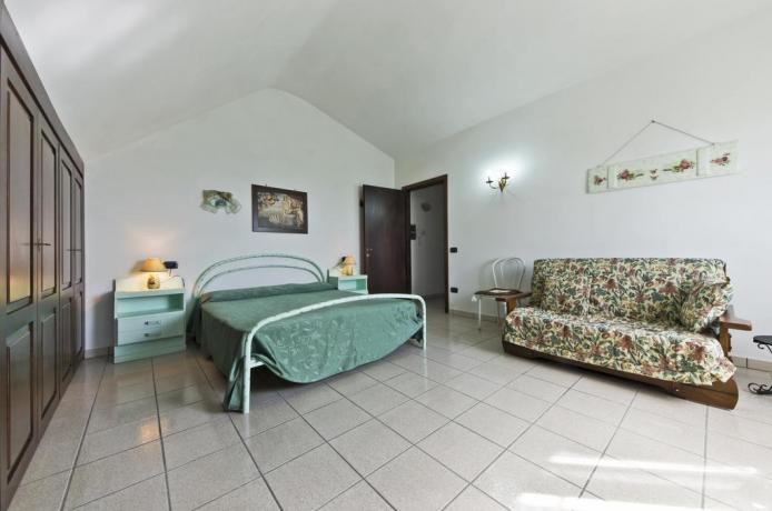 Camera con divano letto, letto matrimoniale Grosseto