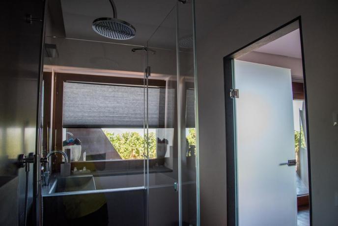 Appartamento vacanza con bagno moderno e asciugamani Lipari