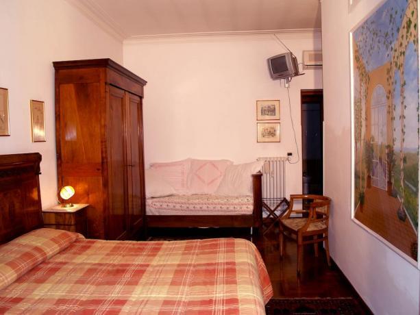 Camera doppia con divano B&B a Roma