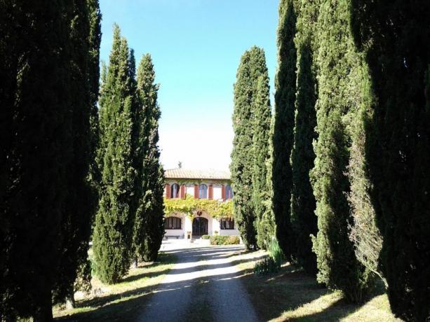 L'entrata di Villa Albertina a Montespertoli