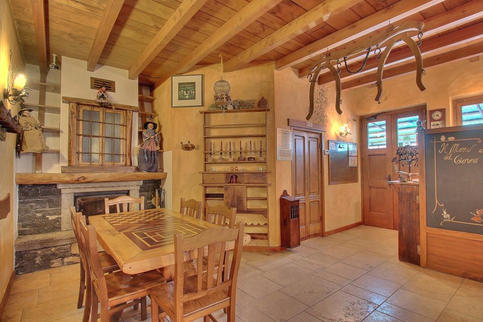 Agriturismo sul Lago di Como arredato in legno