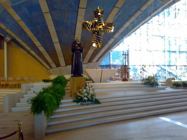 Interno Santuario Padre Pio