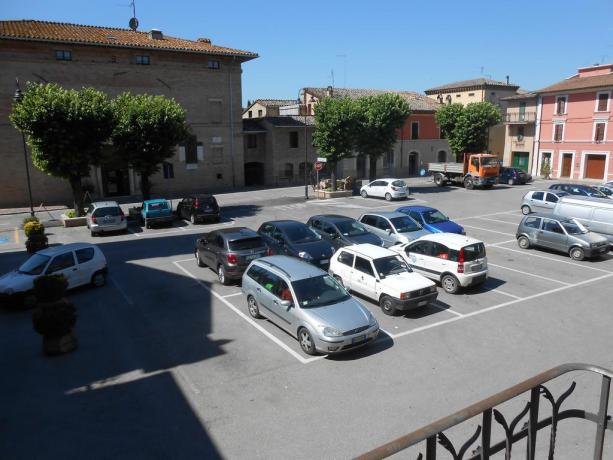 Parcheggio gratuito fronte appartamenti vacanza vicino Assisi