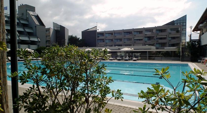 Piscina Animazione e Spiaggia in Resort Camaiore