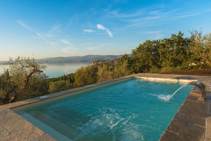 Villa lusso con piscina sfioro lago-trasimeno