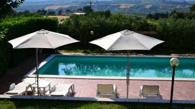 Casale con Piscina a Montecchio
