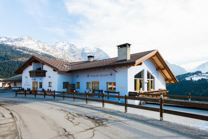 Esterno dell'Hotel Ristorante vicino Livigno