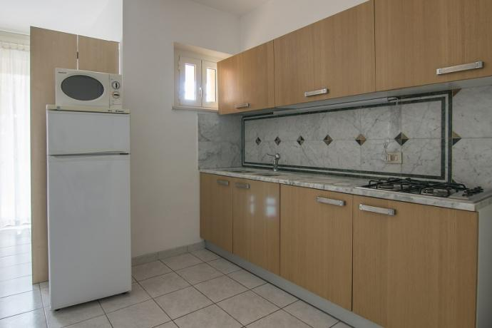 Cucina attrezzata trilocale, Residence Conero