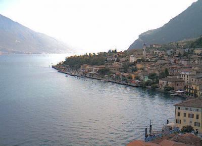 Pernottare vicino al lago di garda sal hotel baite for Lago vicino milano