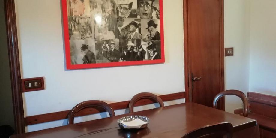 Cucina con tavolo e sedie villa Collodi 6persone