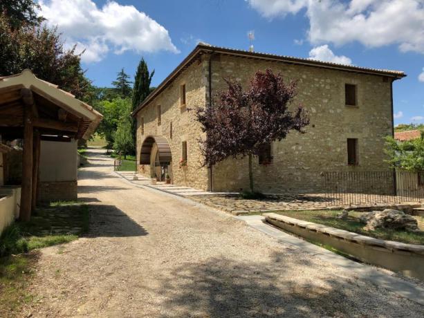 Casale con camere romantiche vicino Gubbio