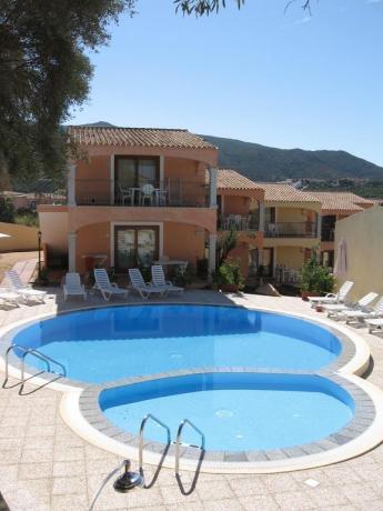 residence con piscina per bambini a Badesi