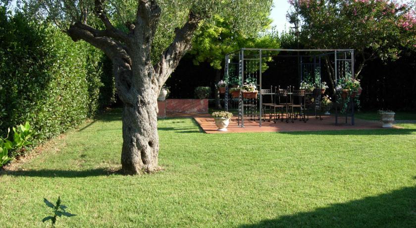 Giardino allestito per feste all'aperto